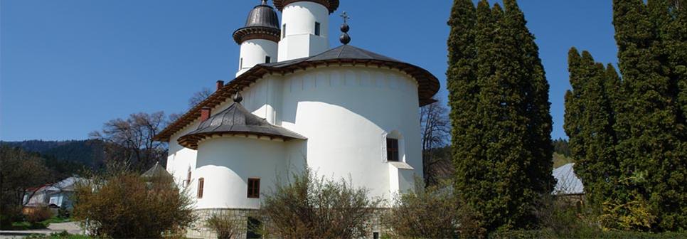 Situată din punct de vedere jurisdicţional- administrativ în cadrul Mitropoliei Moldovei şi Bucovinei- Arhiepiscopia Iaşilor şi din punct de vedere